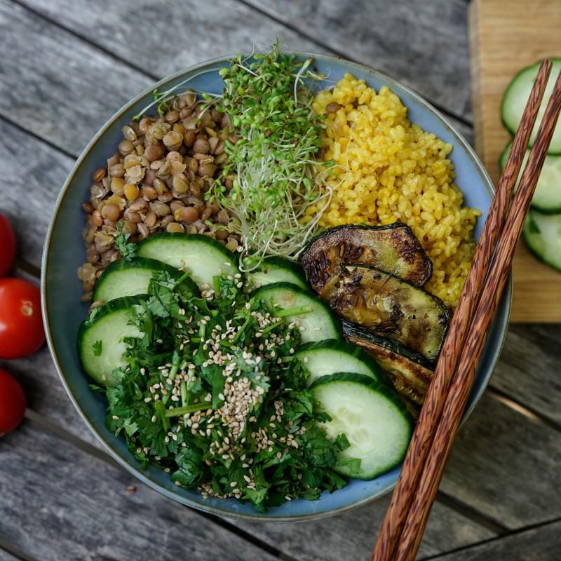 Reis-Linsen-Gurken Bowl