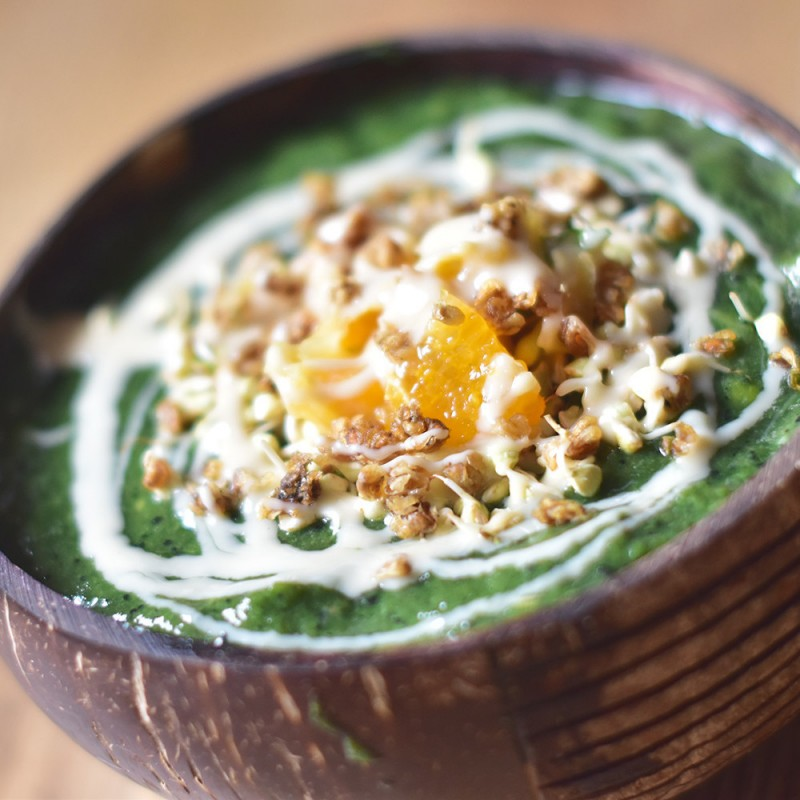 Orangen-Spirulina Smoothie Bowl