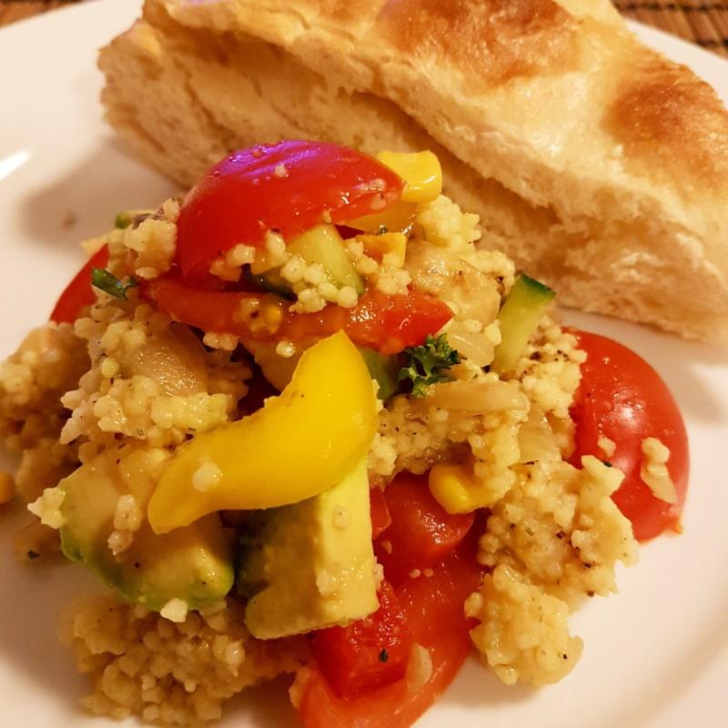 Hirse-Salat mit Fladenbrot