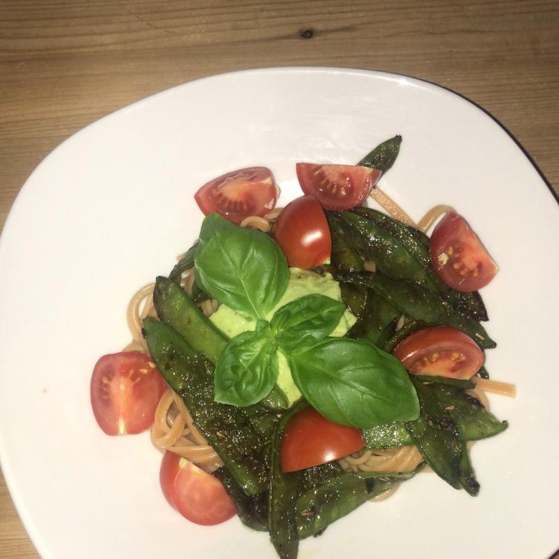 Nudeln mit Avocadopesto