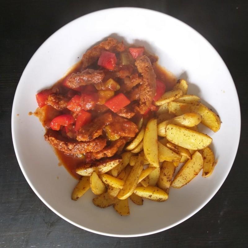 Gulasch mit Country Potatoes