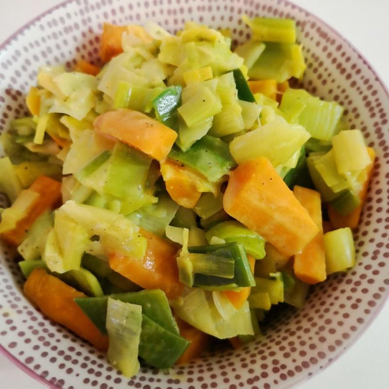 Lauch - Karotten an Mandelsauce