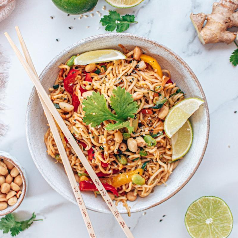 Thai-Nudeln in Erdnusssauce