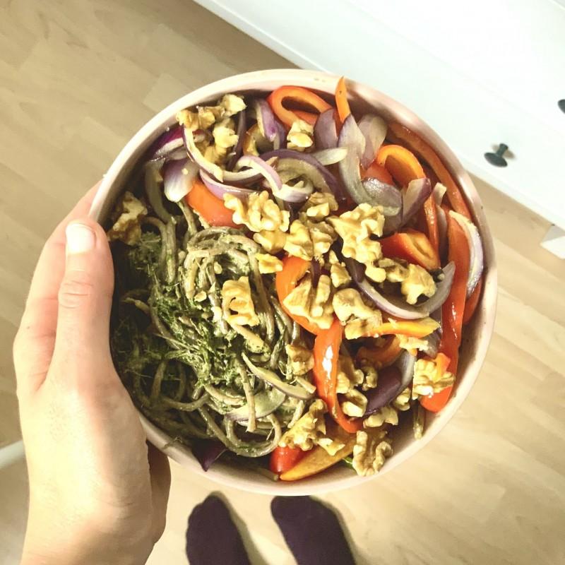 Pesto aus Möhrengrün mit Walnüssen