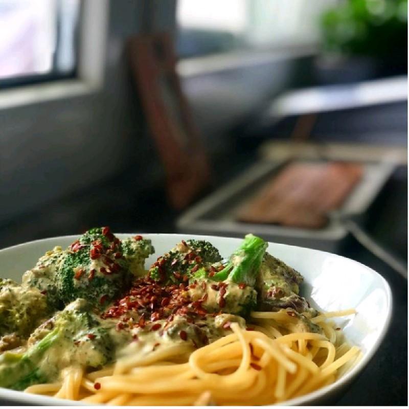 Super Easy Broccoli Spaghetti Dish