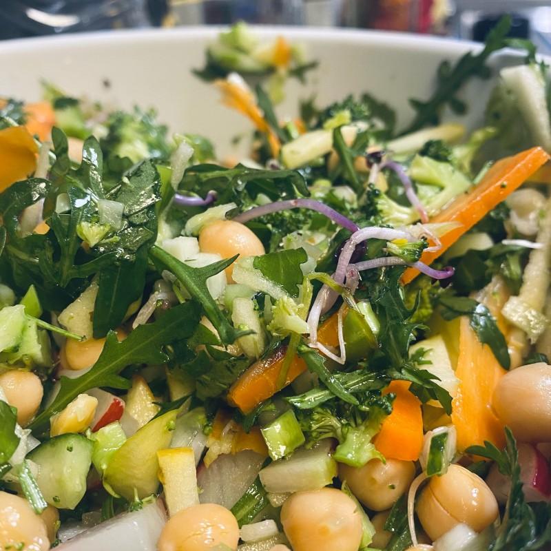 Salat mit Brokkoli und Kichererbsen - Vitamin-Kick!