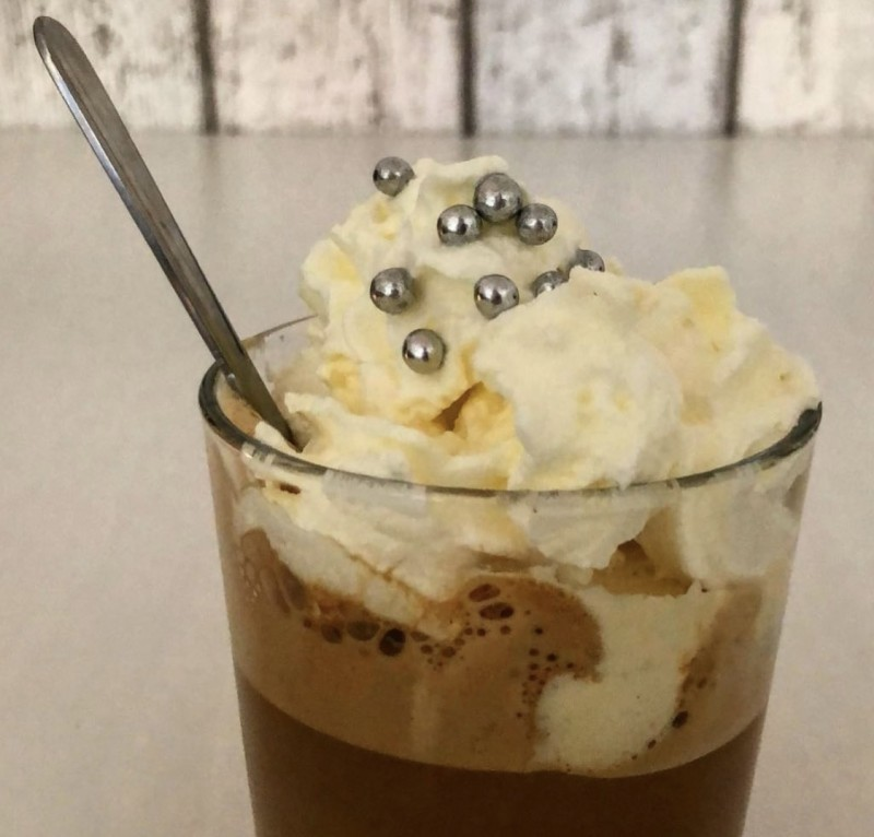 VEGAN ICED COFFEE WITH CREAM TOPPING