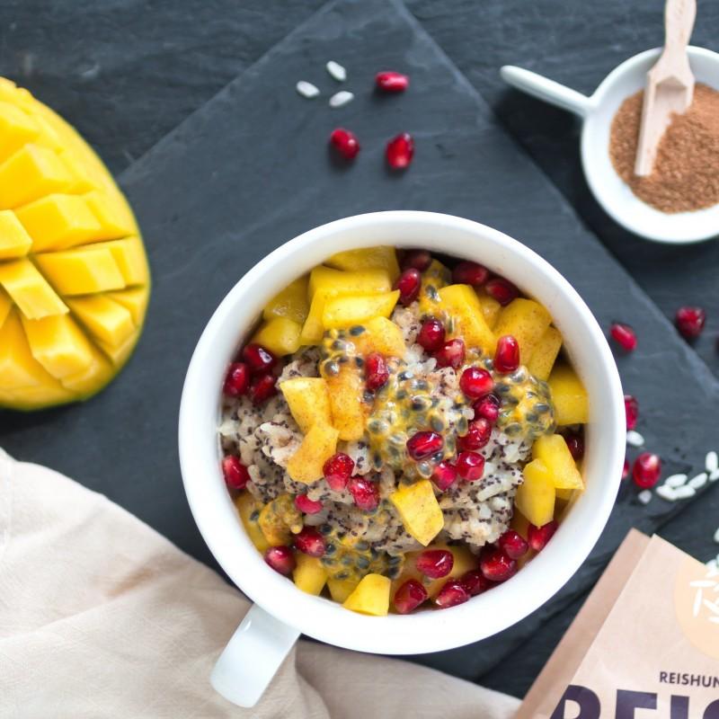 Macadamia-Mohn-Milchreis mit Mango