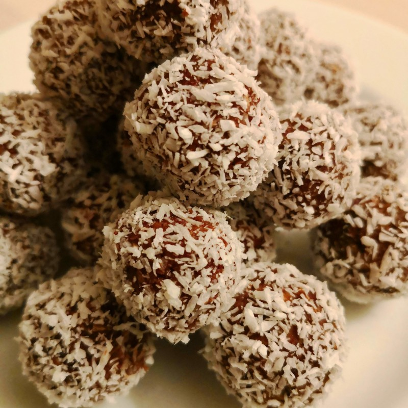 Dattel-Schokoladenkugeln