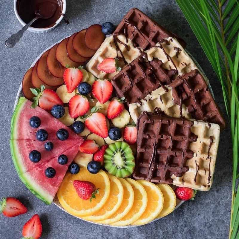 Waffeln mit Schokolade & Früchten