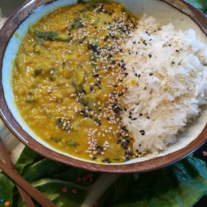 Linsen-Mangold Curry mit Reis