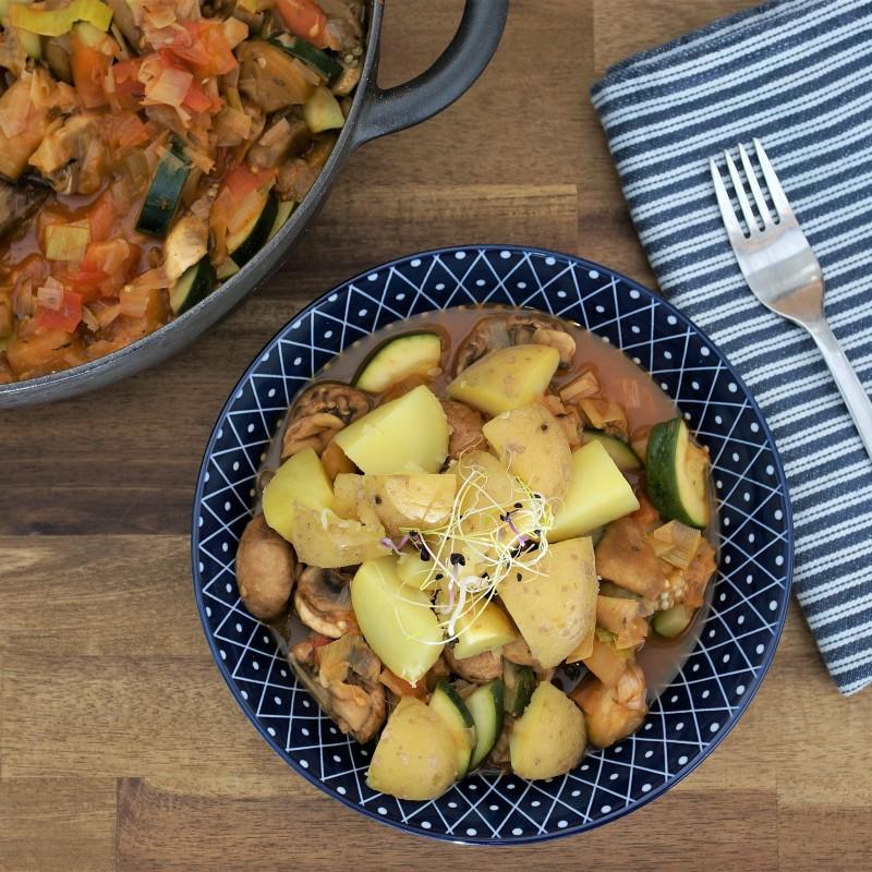 Bunte Gemüsepfanne mit Kartoffeln