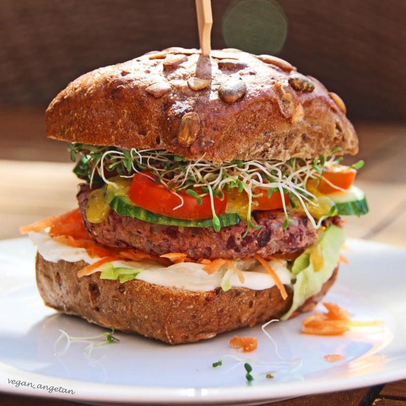 Burger mit Kidneybohnen-Paddy