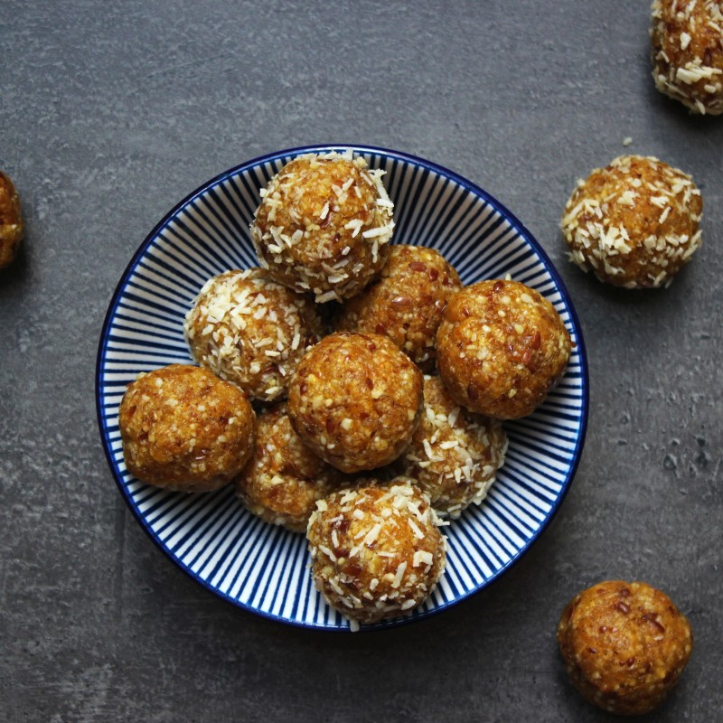 Aprikosen-Kokos Bliss Balls