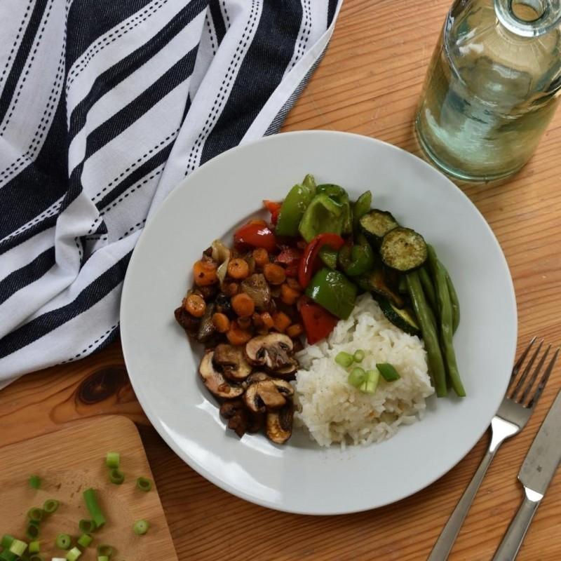 Regenbogen-Curry mit Reis