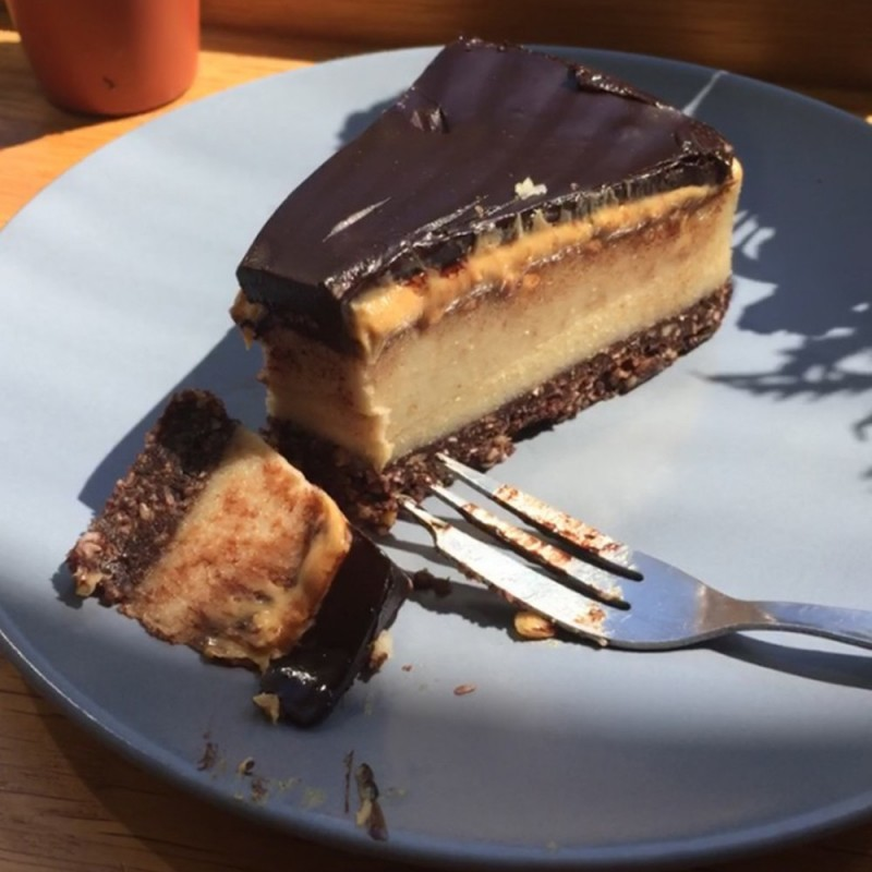 RAW SNICKERS CAKE