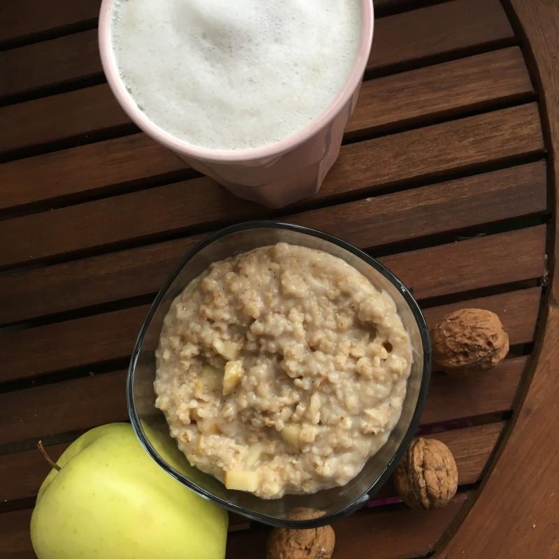 Zimtporridge mit Chai-Latte