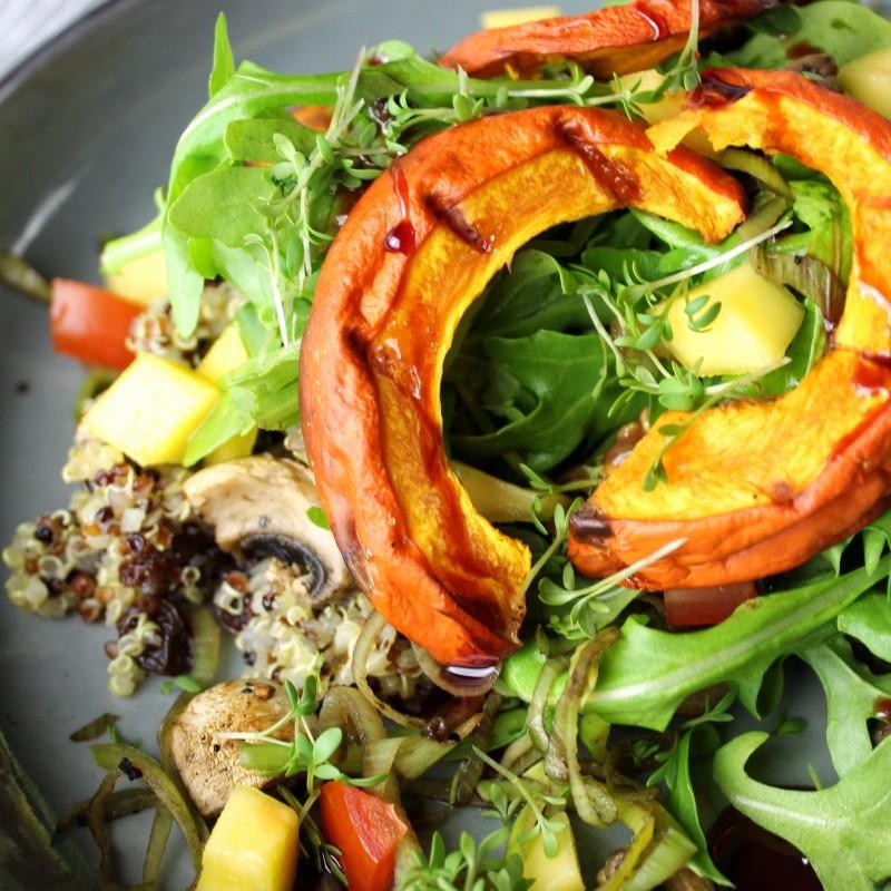 Quinoa Salat mit gegrilltem Kürbis